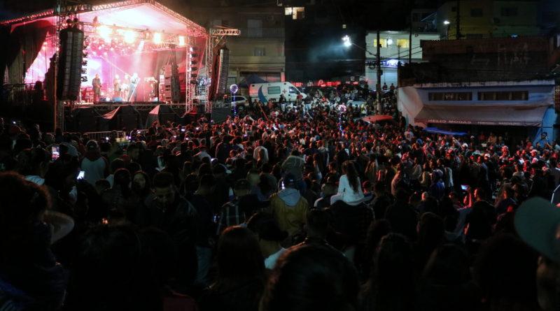 Shows de Thiago & Graciano e Só Pra Contrariar encantam público no Distrito do Jacira