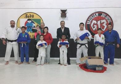 ACEAJ recebe doação de 20 Kimonos da Escola Poeta Agenor de Oliveira