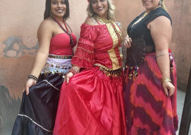 Festa cigana reúne devotos de Santa Sara Kali em Embu das Artes
