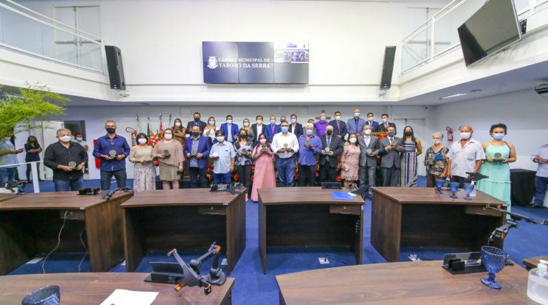 Câmara Municipal de Taboão da Serra entrega medalha 19 de fevereiro durante sessão solene